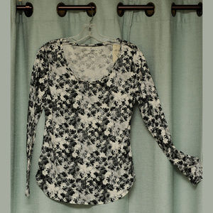 Ann Taylor NWT Scoop neck Shirt